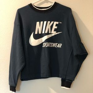 Never worn retro Nike cropped sweatshirt 🙌🏻